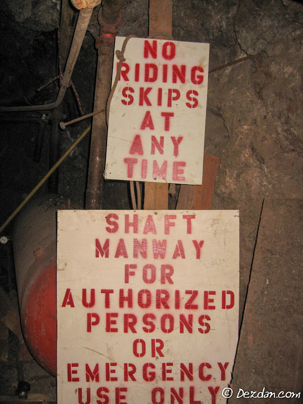 The two most common signs we saw in the mine.