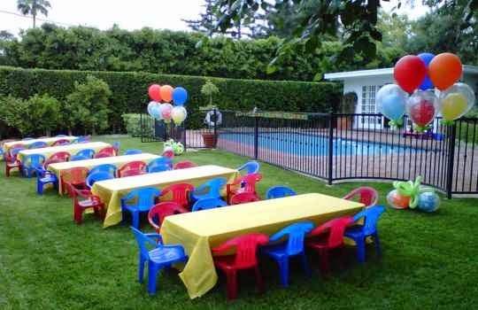 Como decorar el sal n para la fiesta infantil for Mesas y sillas para ninas