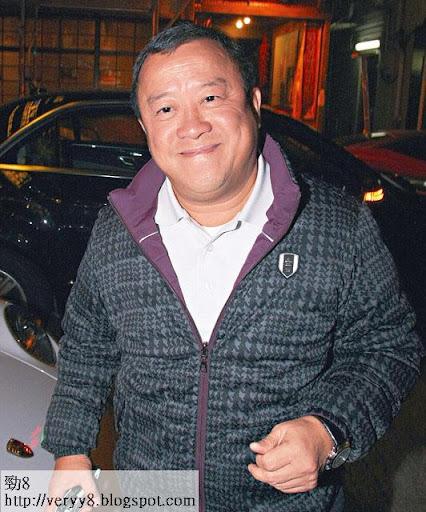 上周四( 3日)志偉在 TVB為新片開會,他未有回應新片及掌摑事件,只以苦笑回應記者。
