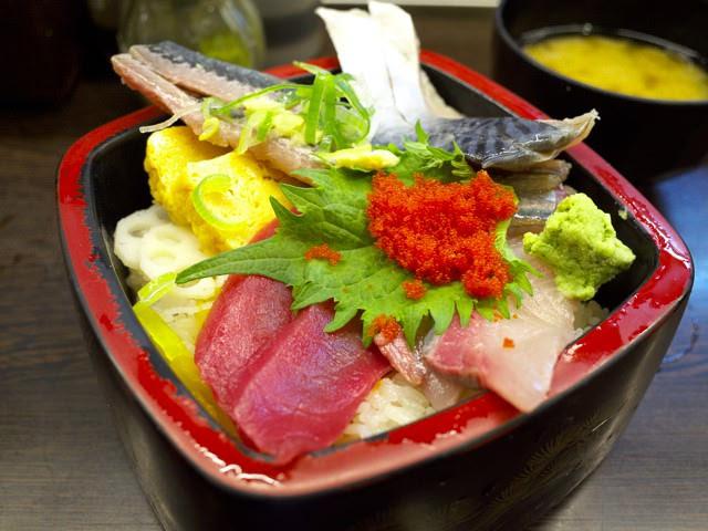 お得丼と味噌汁のセット