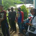 Kegiatan Penyemprotan Malaria Oleh Tim Medis dari puskesmas  bersama Babinsa Koramil 02 Tarempa