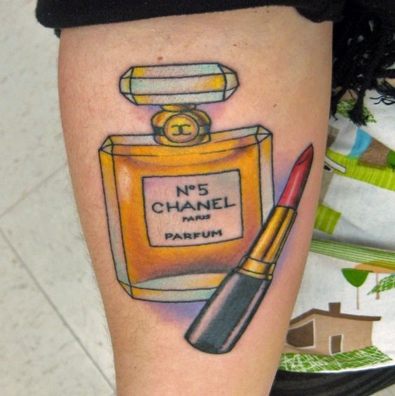 chanel_perfume_braço_de_tatuagem