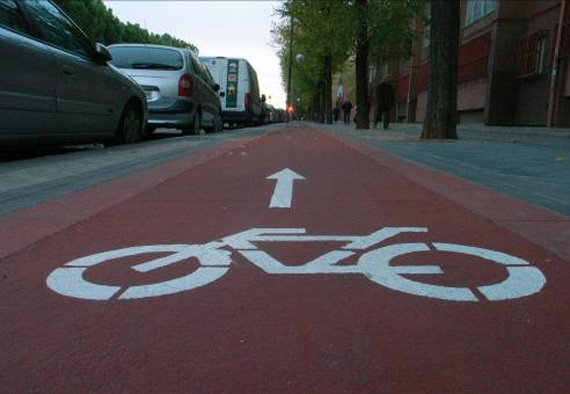 Las aceras-bici de Madrid frenan el uso de la bici