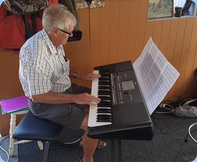 Peter Longbottom playing his Korg Pa600