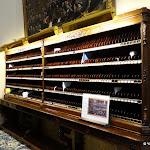 Assemblée nationale : le  « piano », meuble constitué de casiers au nom des députés pour y trouver leurs messages