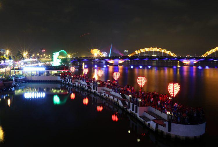 Cầu khóa tình yêu tuyệt đẹp ở Đà Nẵng