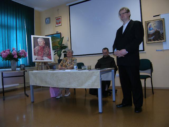 Spotkanie z autorem książek o św. Janie z Dukli i św. Janie Pawle II – Jadwigą Nowak - P6120096.JPG