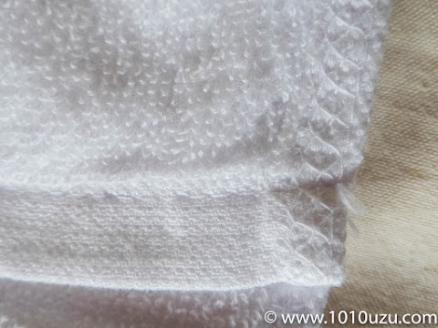 ショートパイルで密度が高く端の縫製もしっかりしている