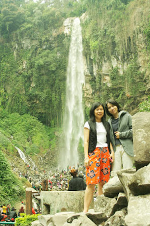 Pose in front of Grojogan Sewu waterfall