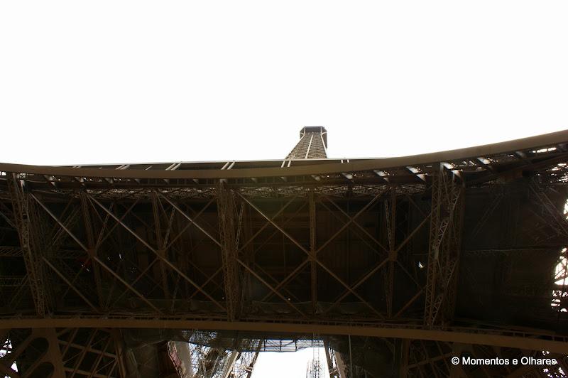 A torre vista desde abaixo