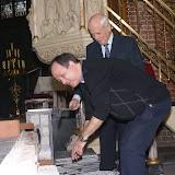 Inmetselen loden kistje in St. Agathakerk (afronding restauratie) - DSC06443.JPG