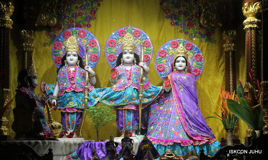 ISKCON Juhu Mangal Deity Darshan on 10th July 2016 (8)