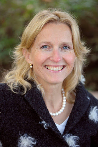 Dr Suzanne Pasmans