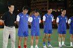 表演賽成員在球賽前進行默哀儀式,左三為黃文偉