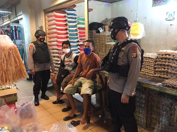 Sambang Ke Pasar Klandasan, Brimob Polda Kaltim Himbau Pengunjung dan Pedagang Patuhi Protokol Kesehatan