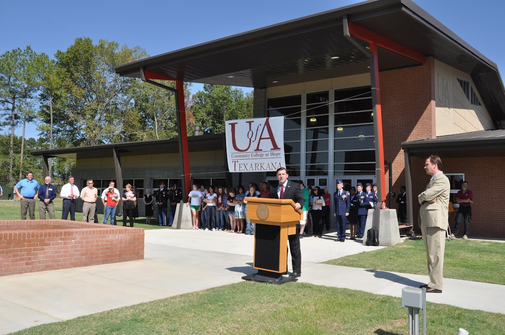 UACCH-Texarkana Ribbon Cutting - DSC_0359.JPG