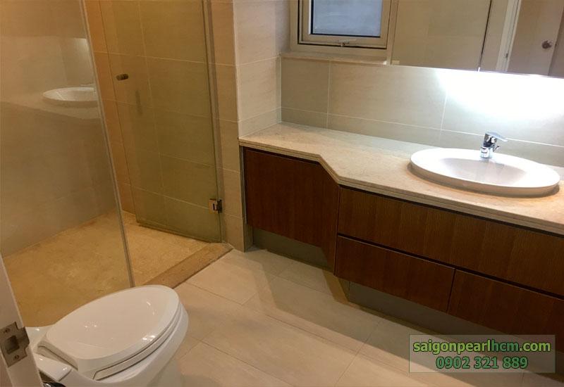 phòng tắm và WC tại căn hộ Saigon Pearl 141m2