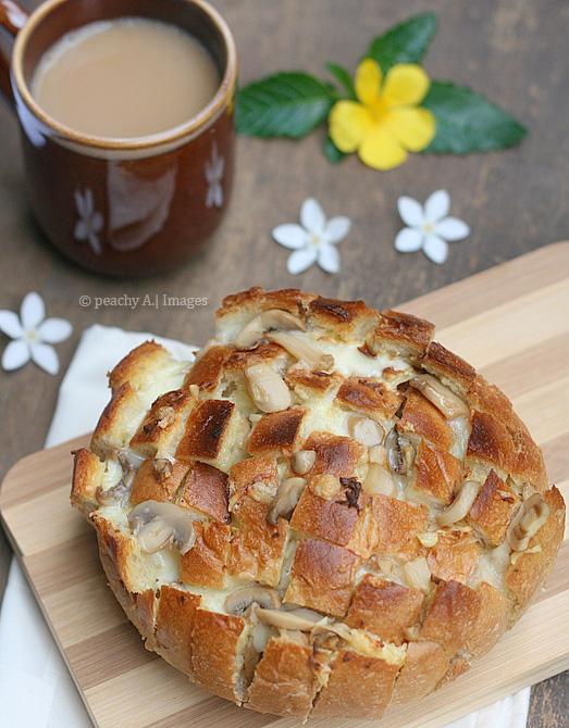 Blooming Garlic Mushroom Bread