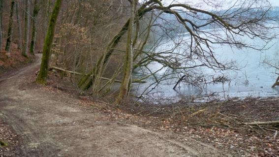 Radweg im Mittelland bei Golaten, Schweiz