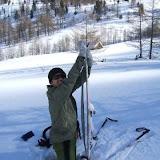 Eine massive Schneedecke liegt über den Almwiesen. markus versinkt im Schnee und hat Probleme die Skispitzen zu erreichen... ;-)