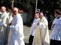 16 Snell György segédpüspök vezetésével a papság is csatlakozik a menethez.JPG