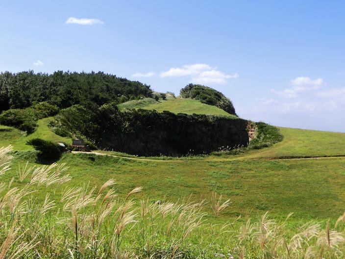 牧崎公園の縦穴「鬼の足跡」
