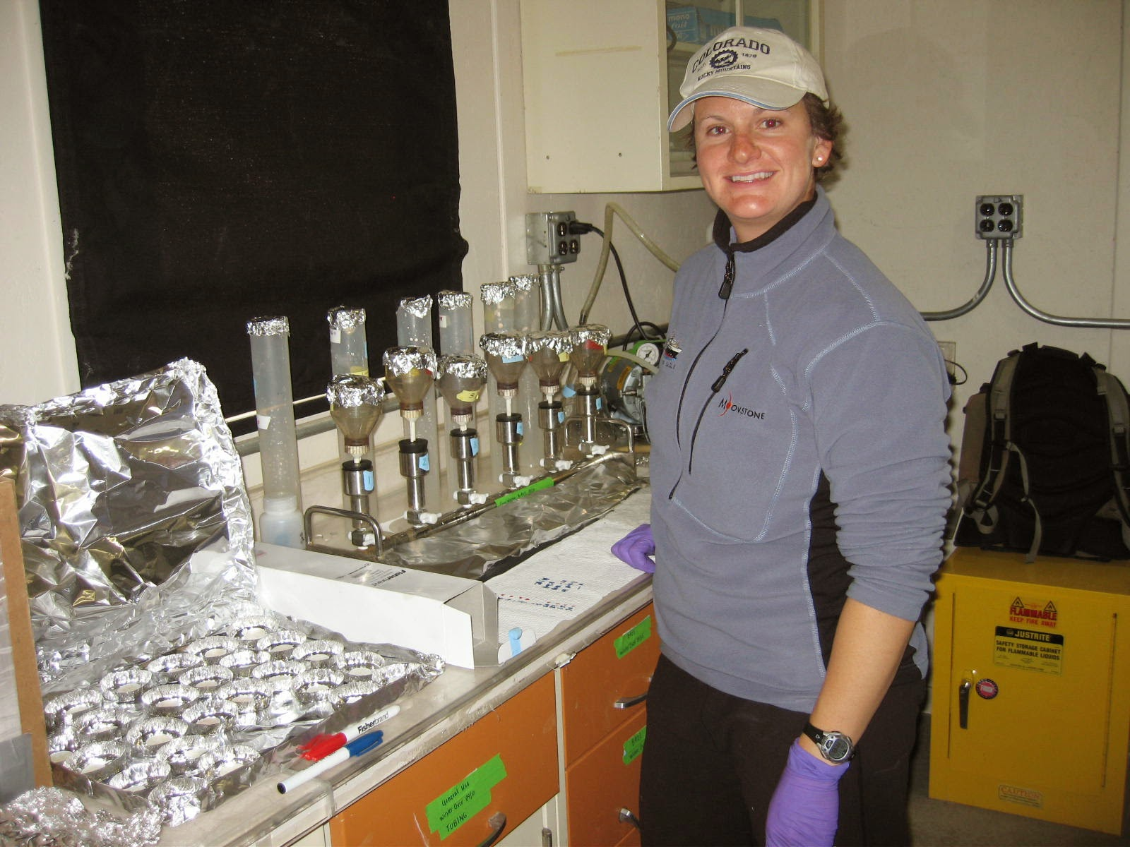 Jess Ackerman filters for particulate carbon, nitrogen and phosphorus in a lab at Lake Hoare