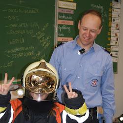 Een brandweerman in klas