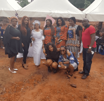 kossy-orjiakor-with-mom-and-friends