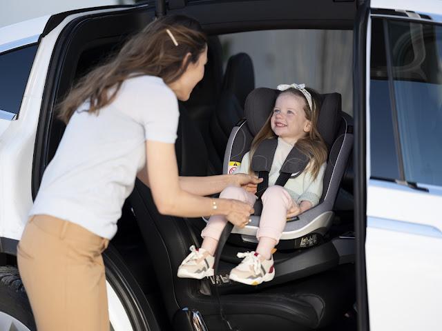 Obrotowe foteliki do jazdy tyłem - na pierwsze 4 lata życia dziecka