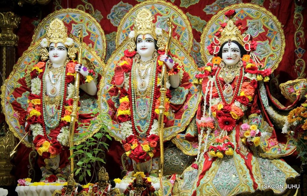 ISKCON Juhu Sringar Deity Darshan on 23rd Aug 2016 (42)