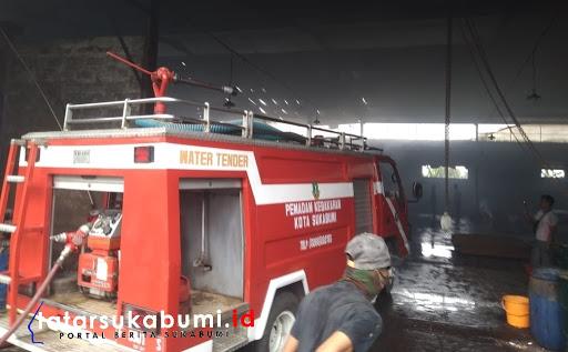 Kebakaran Pabrik di Gunung Puyuh Sukabumi