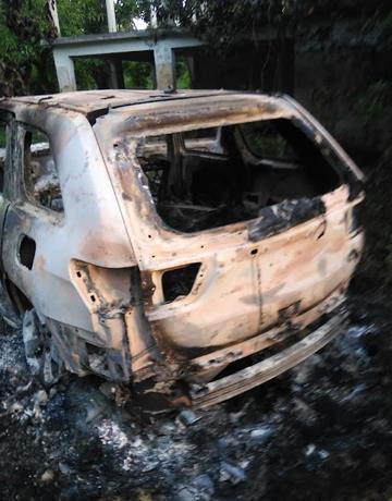 Hallan tres cadáveres en interior de yipeta quemada en batey de San Pedro de Macorís
