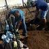 """Secretaria de Saúde de Riacho dos Cavalos investiga """"sumiço"""" de coveiro que levou família a enterrar parente sem EPI"""