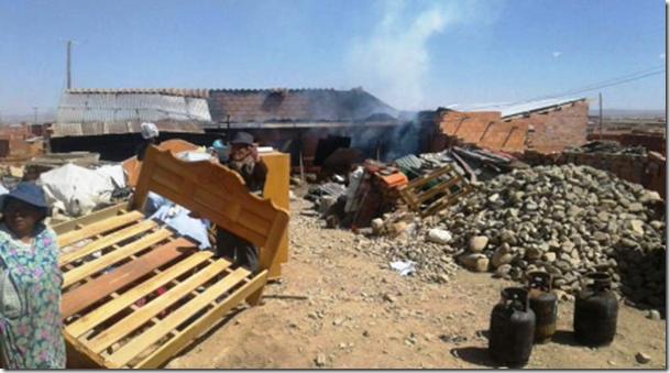El Alto: Incendian 10 casas en disputa por terrenos