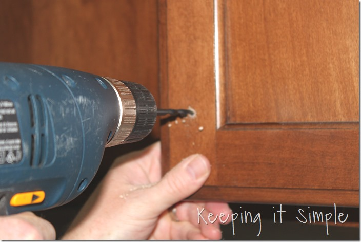 how-to-install-kitchen-cabinet-hardware (6)