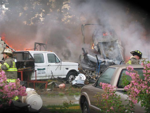 Friendfield Rd. Auto Repair Shop Fire 003.jpg