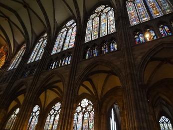 2017.08.22-029 vitraux dans la cathédrale