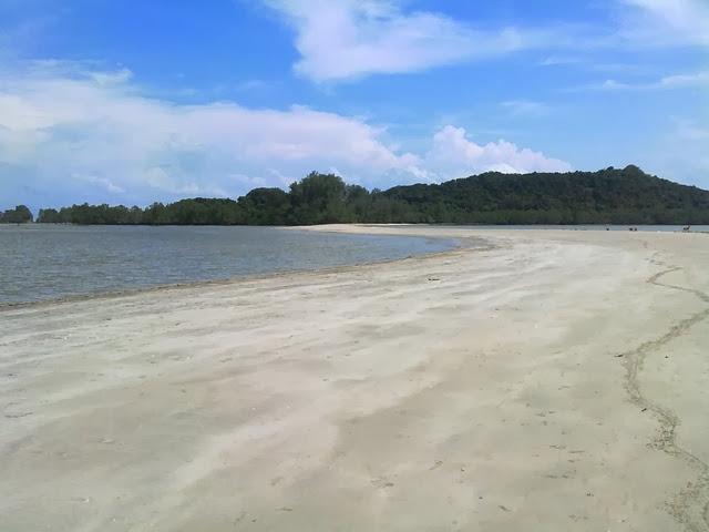 Pantai-Penyabong-Beach
