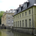 Château du Marais : façade est des communs et du château