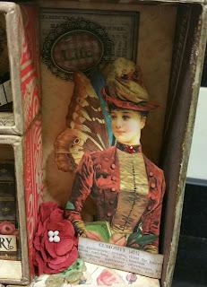 Detalle de caja con silueta de mujer