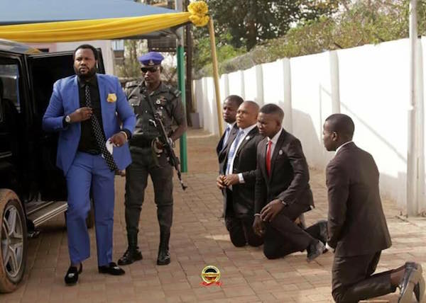 [PHOTOS] Church Members Kneel Down To Welcome Their Pastor