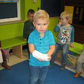 K1B Egon komt zijn arm laten zien