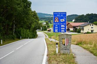 Photo: I przekraczam po raz kolejny w dniu dzisiejszym granicę, tym razem z Austrią.