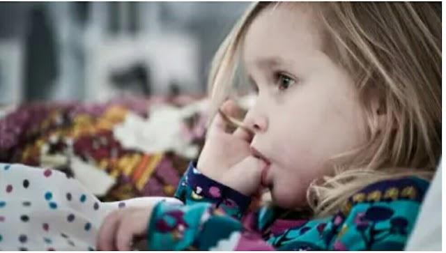 शुरुआती संकेतों को पहचानें क्योंकि आपका बच्चा बोलता है ...
