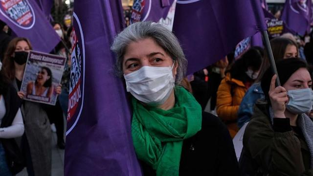 Τουρκία: Οι γυναίκες διαδηλώνουν σε όλη τη χώρα ενόψει της Ημέρας της Γυναίκας