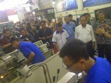 Brita foto Sinar Ngawi hari ini terkait Kunjungan kerja Menristek Dikti di Jawa Tengah