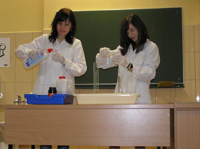 DO 2011 pokazy fizyczno chemiczne - P4150036_1.JPG
