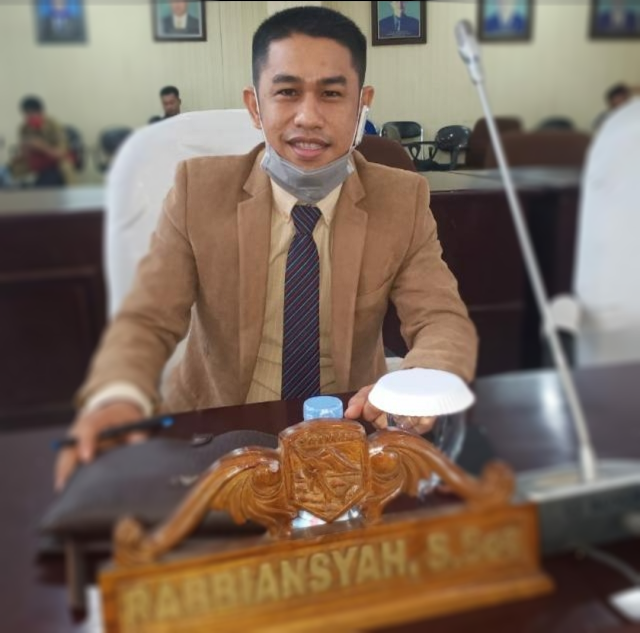 Anggota DPRD Kotabaru Dari Partai Perindo Ini Tanggap Kerusakan Jalan di Sungai Durian