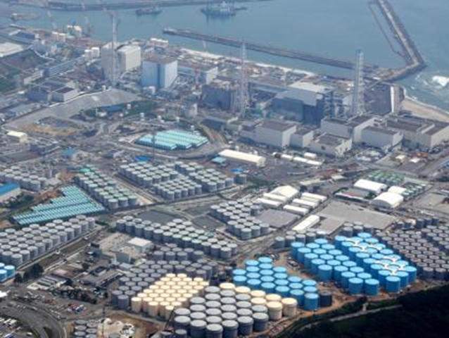 Aerial view of storage tanks for contaminated water at the Fukushima Dai-ichi nuclear plant. The huge tanks are lined up around the plant, at last count 1,000 of them, and each hold hundreds of tons of water that have been cleansed of radioactive cesium and strontium but not of tritium. Photo: Countercurrents.org